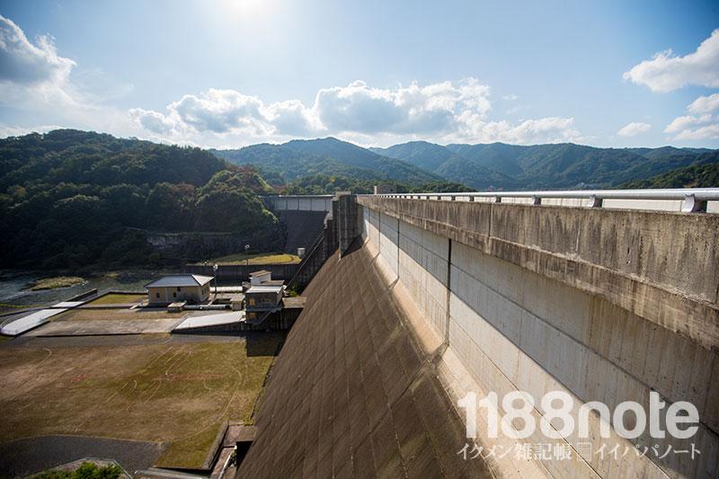 土師ダムの堤体・下流側