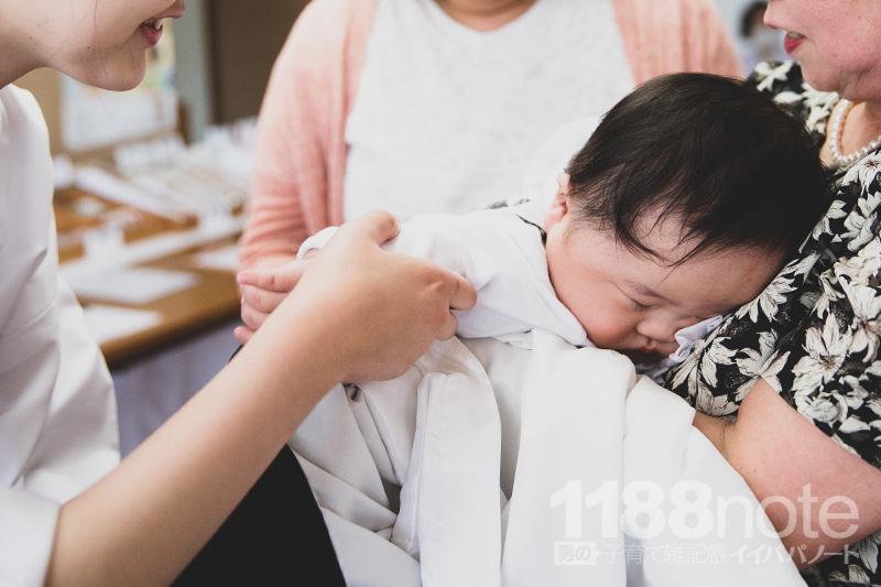 お宮参り後の赤ちゃん