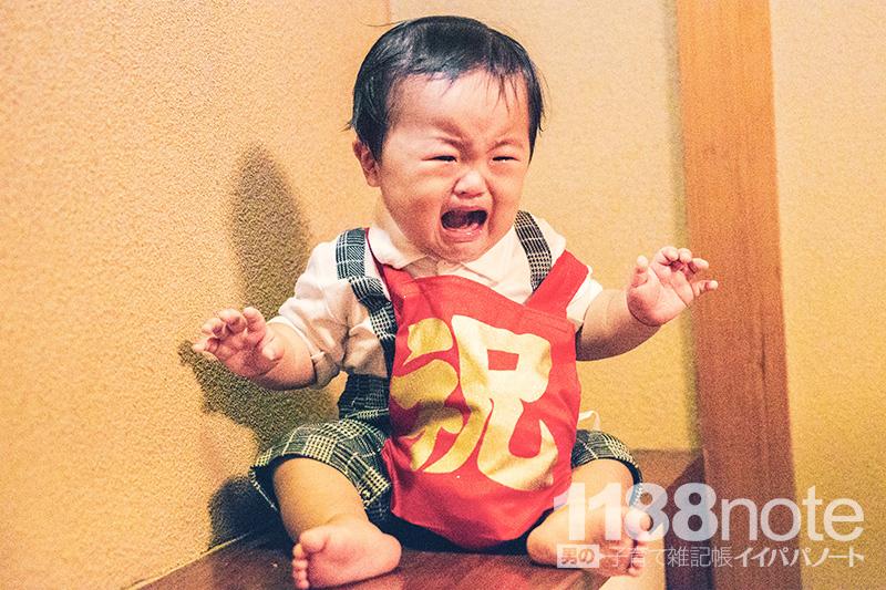 一升餅を背負う赤ちゃん
