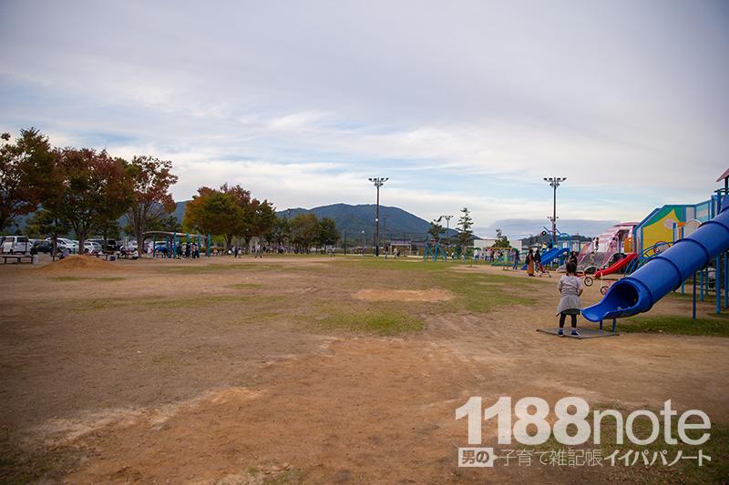 道の駅 湖畔の里 福富の広場