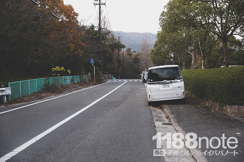 広島市安芸区瀬野川公園前の路上駐車