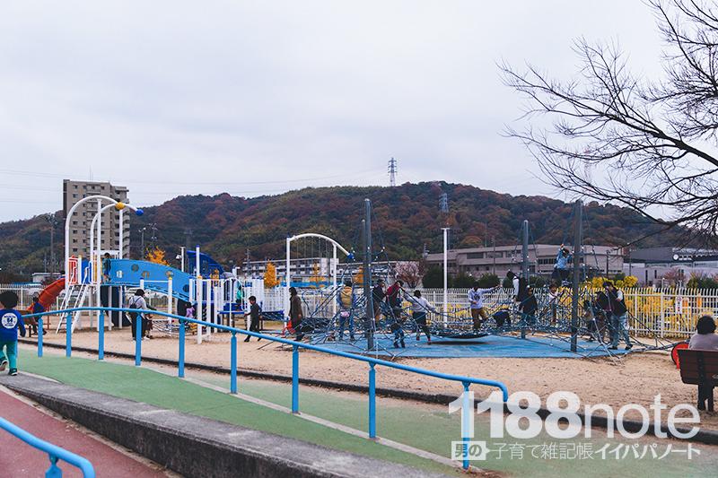 坂なぎさ公園の遊具