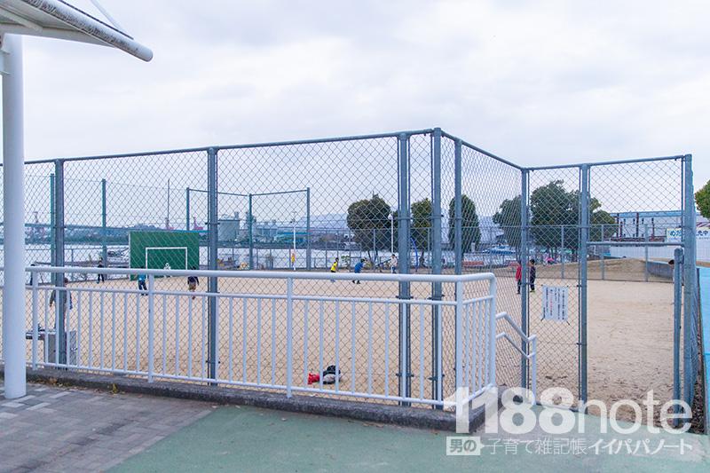 坂なぎさ公園でボール遊び