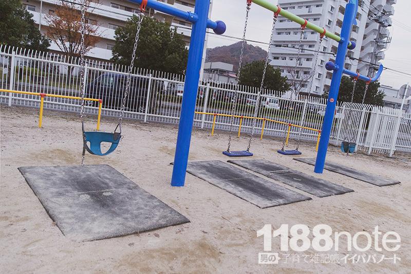 坂なぎさ公園の赤ちゃん用ブランコ