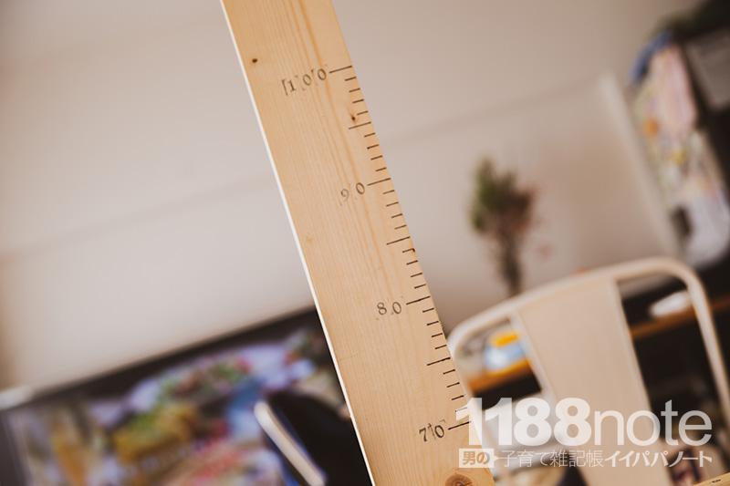 赤ちゃんの身長を測る柱