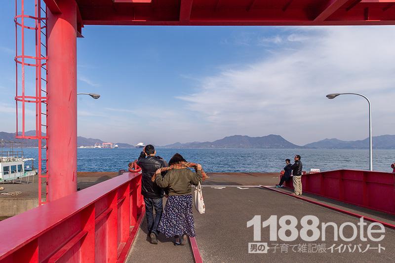大久野島船着き場の行列
