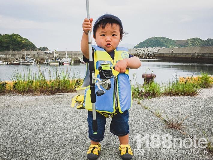 小さな子供と海釣り